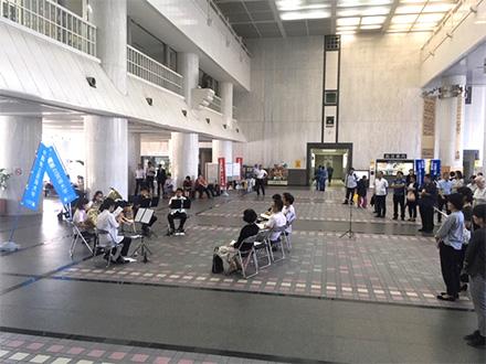 [写真]おきげい出前コンサートシリーズ2018 沖縄県庁コンサートの様子