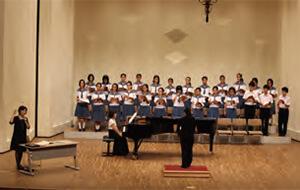 [写真]奏楽堂ホールでのアーティスト・イン・レジデンス公開講座の様子