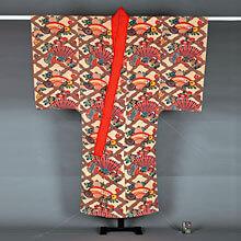 [写真]絹白地松日菱繋桧扇団扇菊牡丹文様紅型踊衣装