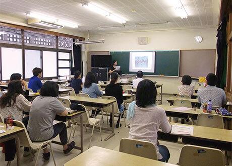 [写真]授業でのプレゼンテーション風景