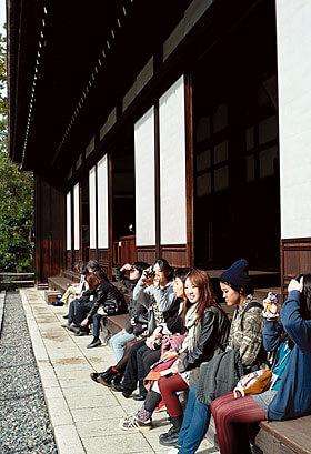[写真]古美術研究旅行でのスナップ(京都:金地院)