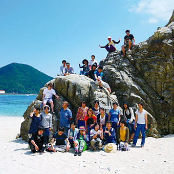 [写真]渡嘉敷島での学外演習スナップ