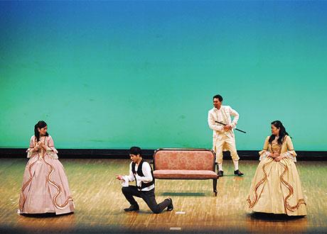 [写真]オペラ学内演奏会〈チェネレントラ〉上演の様子