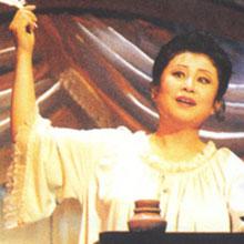 [写真]オペラ「エウゲニ・オネーギン」タチヤーナ役 手紙の場面
