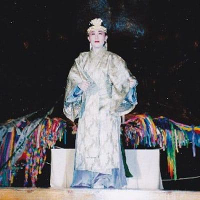 [写真]仏教音楽で舞う「声明 散華」