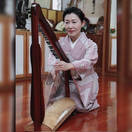 [写真]1719年御座楽楽器「竪箜篌」復元