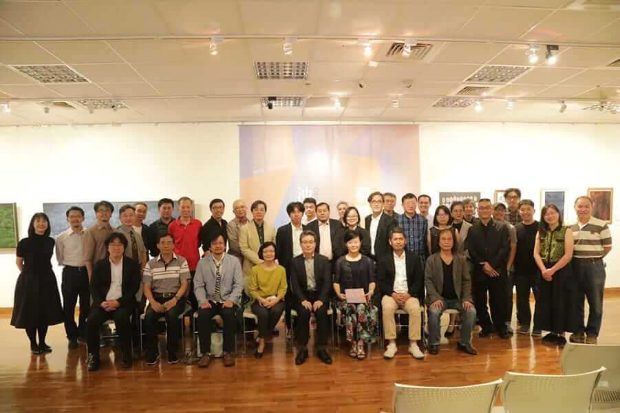 [写真]台湾国立芸術大学と本学教員との記念写真