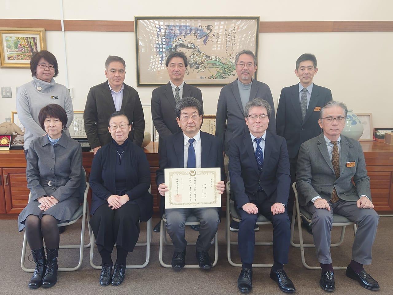 [写真]田中睦治名誉教授を囲んでの記念写真