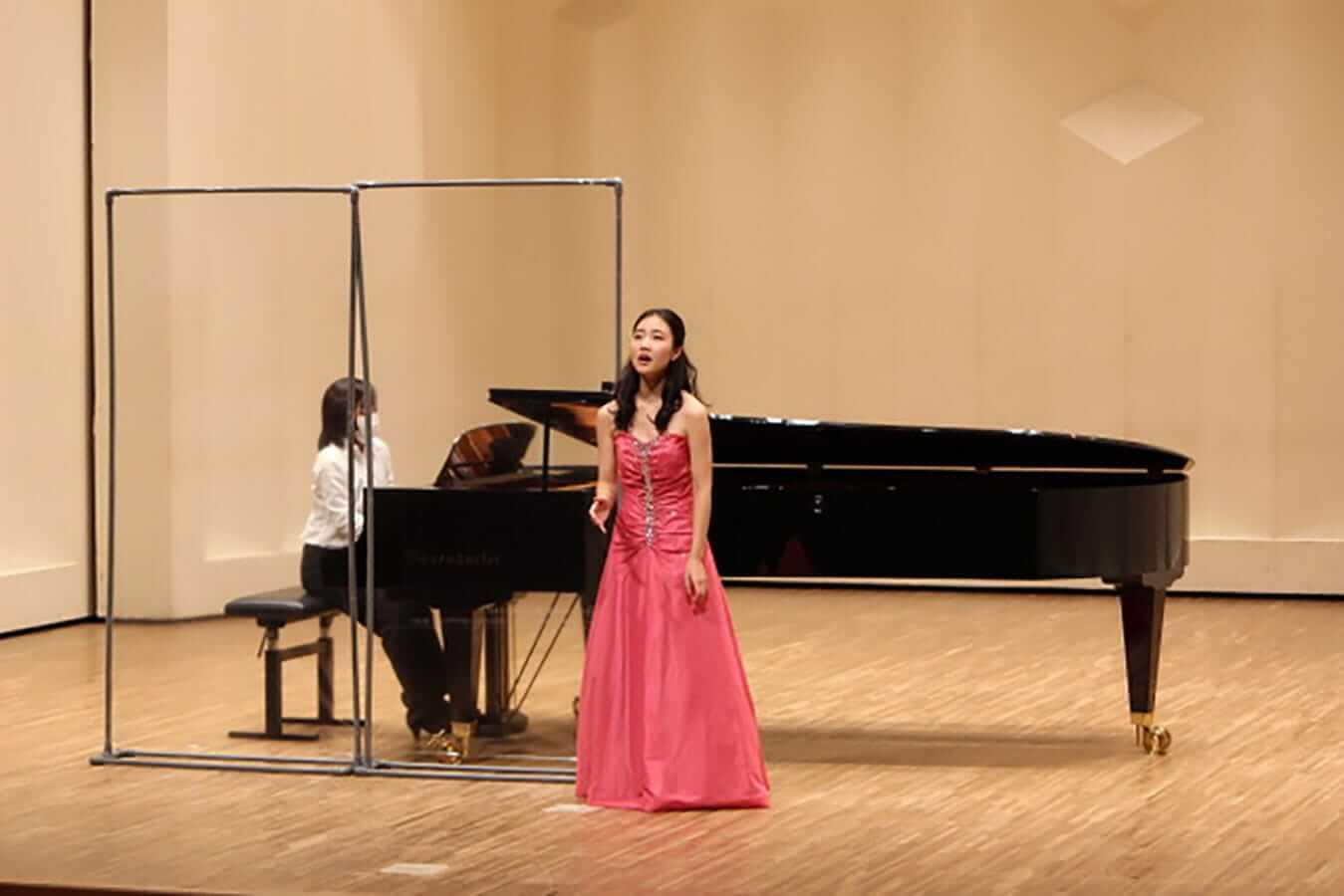 [写真]学内演奏会 ―声楽コース 1・2年次 独唱 3年次 日本歌曲―演奏風景1