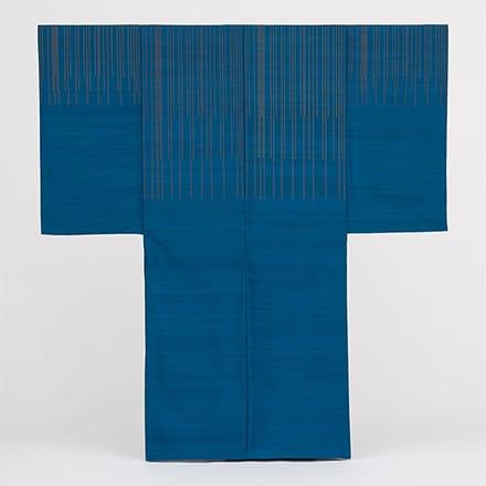 [写真]緯浮花織琉装打掛衣装「青い鳥」