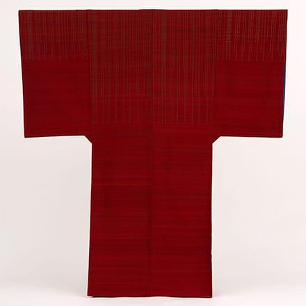 [写真]緯浮花織琉装打掛衣装「赤い鳥」